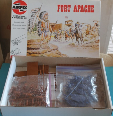 AIRFIX  - FORT APACHE - SET COMPLETO  -  WEST AMERICAN INDIAN & 7°th CAVALRY.