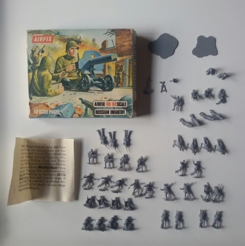 AIRFIX WWII RUSSIAN INFANTRY -  SCATOLA S17 BLUEBOX